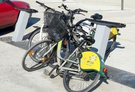 Πάτρα: Ελάχιστα τα λειτουργικά κοινόχρηστα ποδήλατα - Δεν έχουν επισκευαστεί οι σταθμοί από τους βανδαλισμούς