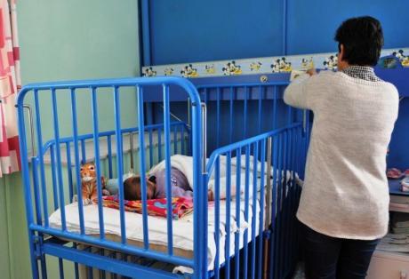 """Στο """"Χαμόγελο του Παιδιού"""" τα τρία κοριτσάκια που εγκατέλειψε η μητέρα τους- Μεταφέρθηκαν από το Καραμανδάνειο"""