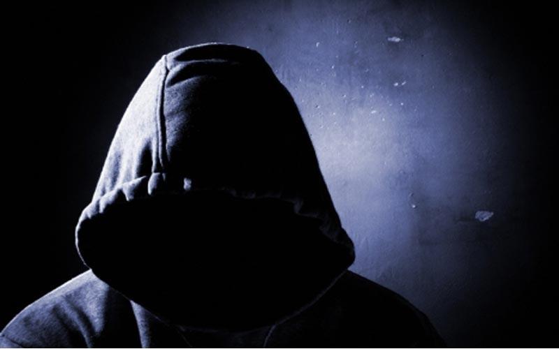Αχαϊα: Νύχτα-εφιάλτης για ηλικιωμένη από ένοπλο κουκουλοφόρο