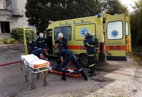 Πάτρα: Tροχαίο με τρεις τραυματίες στον Καστελόκαμπο - Μετωπική αγροτικού με ΙΧ