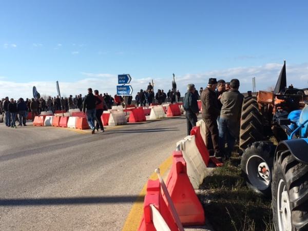 Αιτωλοακαρνανία: Δίωροι αποκλεισμοί στο Κεφαλόβρυσο από τους αγρότες