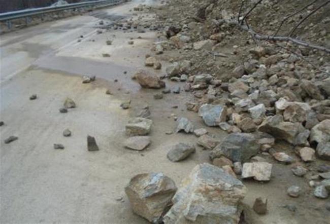 Καλάβρυτα: Έπεσαν βράχοι στην Πούντας Καλαβρύτων