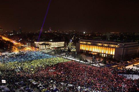 Άκαμπτοι οι αντικυβερνητικοί διαδηλωτές στη Ρουμανία