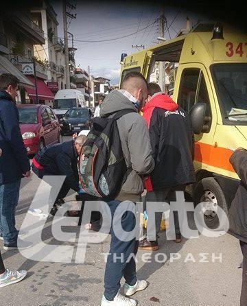 Πάτρα: Πανικός το μεσημέρι στην Ευβοίας - Παρέσυρε με το δίκυκλό του άνδρα (ΦΩΤΟ)