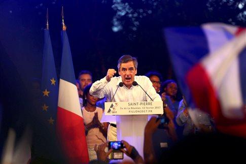 Γαλλία: Πολιτικοί εναντίον δημοσιογράφων καθ' οδόν προς τις κάλπες