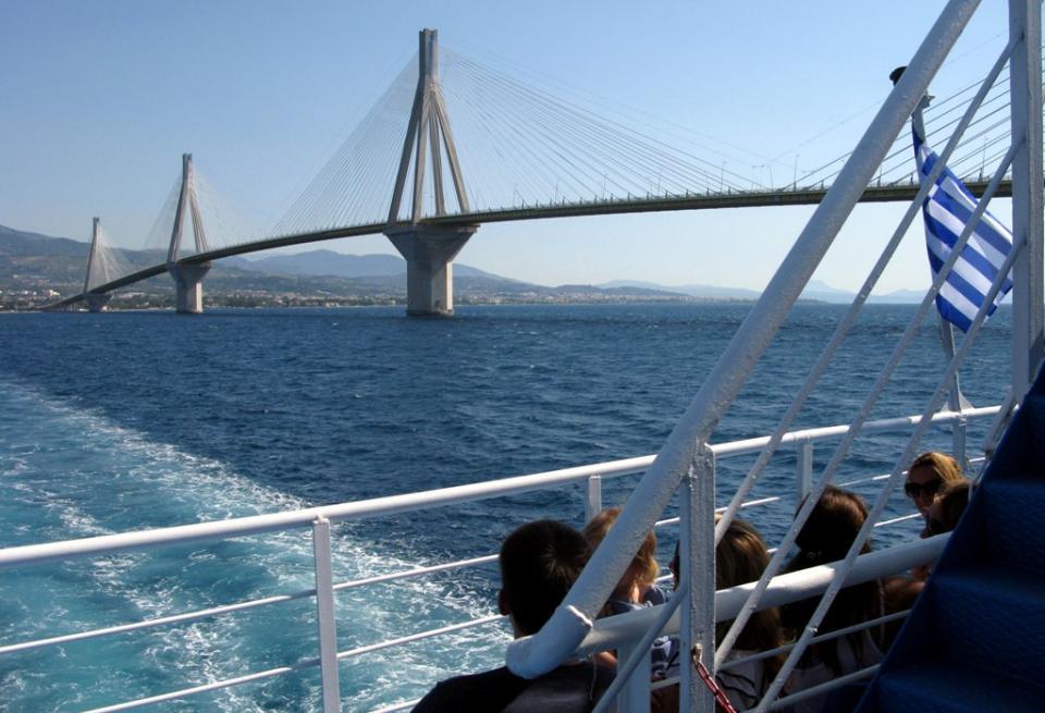Κατέφθασαν τα αμφίδρομα πλοία στο Ρίο-Αντίρριο