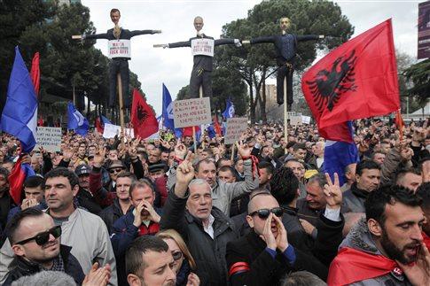 Μποϊκοτάρει η αλβανική αντιπολίτευση το Κοινοβούλιο μέχρι τις εκλογές