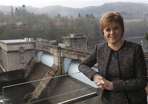 Στέρτζεον: Η Μέι μάς ωθεί σε νέο δημοψήφισμα για την ανεξαρτησία της Σκωτίας