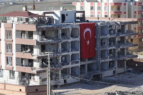 Τουρκία: Οι τοπικές Αρχές δείχνουν το PKK για την έκρηξη με θύμα ένα παιδί