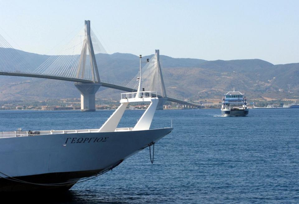 Δέσμευση Κουρουμπλή για επιπλέον καράβια στο πορθμείο Ρίου- Αντιρρίου