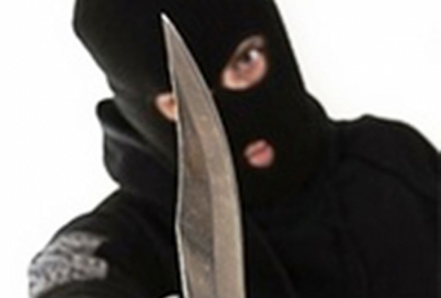 """Πάτρα: Ληστεία τα ξημερώματα σε βενζινάδικο - Απείλησε τον υπάλληλο με μαχαίρι και """"άρπαξε"""" χρήματα"""