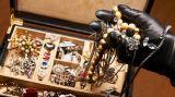 """Πάτρα: """"Άρπαξαν"""" κοσμήματα 10.000 ευρώ στο Καστρίτσι"""
