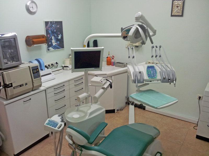 Μαζική φυγή στο εξωτερικό για τους Ναυπάκτιους οδοντιάτρους