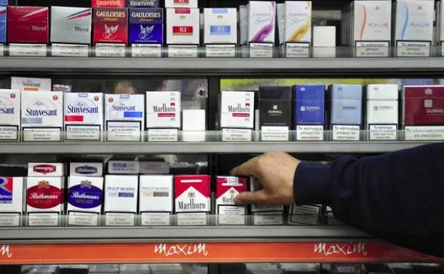 Πάτρα: Άρπαξαν από μίνι μάρκετ 4.500 ευρώ και πακέτα τσιγάρα
