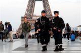 Σε εξέλιξη οι έρευνες για την επίθεση στο Παρίσι, μία ημέρα πριν τις κάλπες
