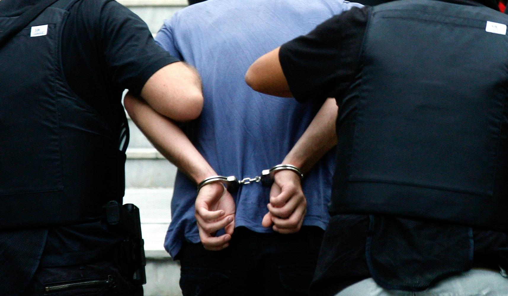 Ναύπακτος: Πιάστηκε να μεταφέρει παράνομους αλλοδαπούς