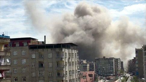 Ντιγιάρμπακιρ: Τραυματίες μετά από έκρηξη σε υπό επισκευή περιπολικό