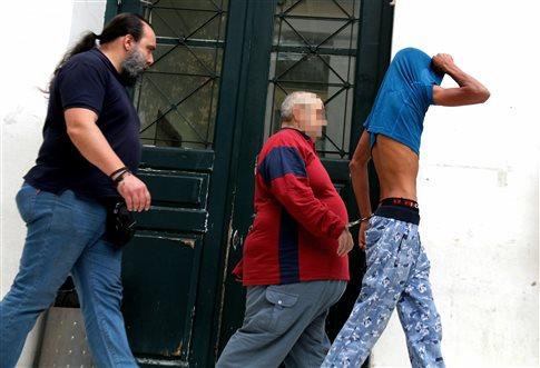 Αποδοκιμασίες σε βάρος του βιαστή της Δάφνης - Απολογείται την Τρίτη