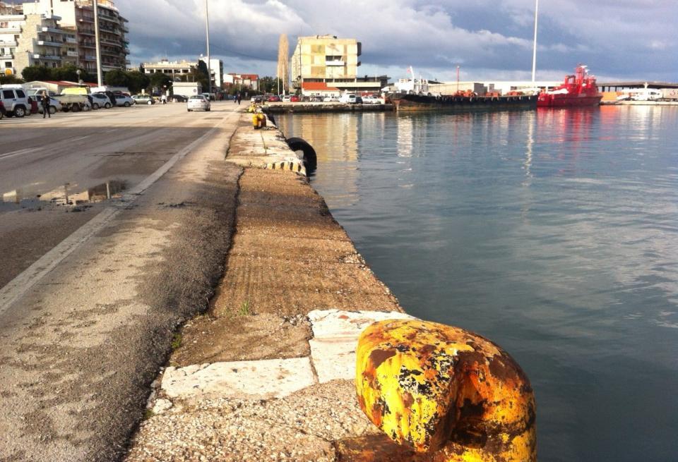 Πάτρα: Έπεσε στη θάλασσα, στο παλιό λιμάνι