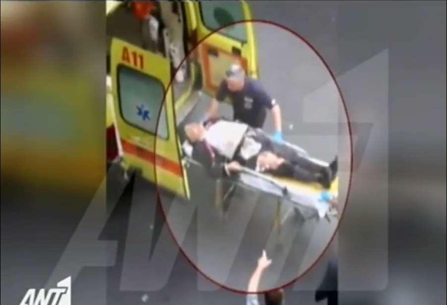 Βίντεο-ΣΟΚ: Ο Λουκάς Παπαδήμος, αιμόφυρτος, πάνω στο φορείο