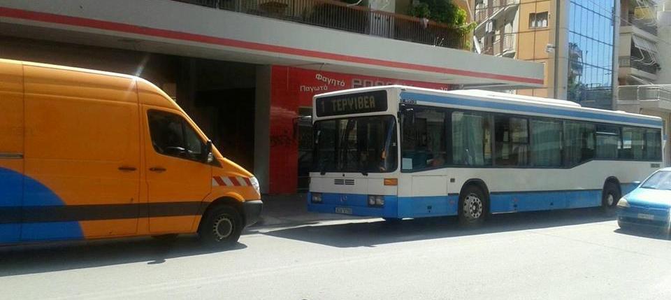 Πάτρα: «Πέθανε» στο δρόμο αστικό λεωφορείο... λόγω βλάβης (ΦΩΤΟ)