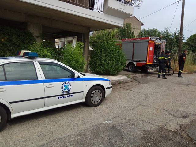 Aγρίνιο: Αυτοπυρπολήθηκε άνδρας έξω από σπίτι - Τον «έσβησε» με λάστιχο γειτόνισσα