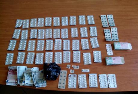 Αχαΐα: Χειροπέδες για αγοραπωλησία ναρκωτικών χαπιών