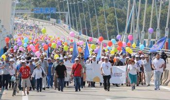 «Δουλειά για όλους…και φθηνότερα διόδια» - Ογκώδης πορεία που κατέληξε στη Γέφυρα