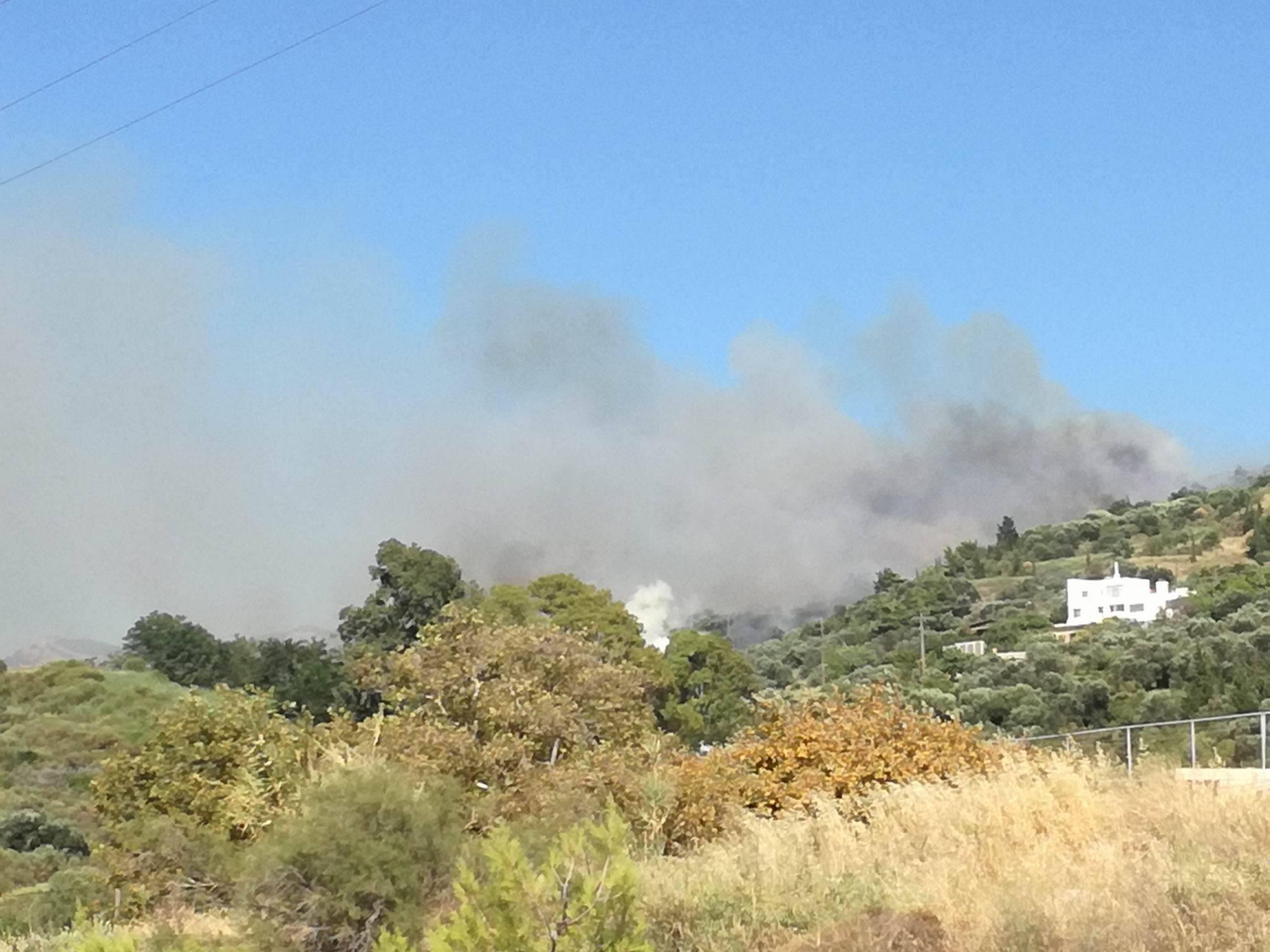 Πάτρα: Φωτιά στο Καστρίτσι, κοντά στη Μαγούλα - Απειλούνται σπίτια (ΦΩΤΟ-ΒΙΝΤΕΟ)