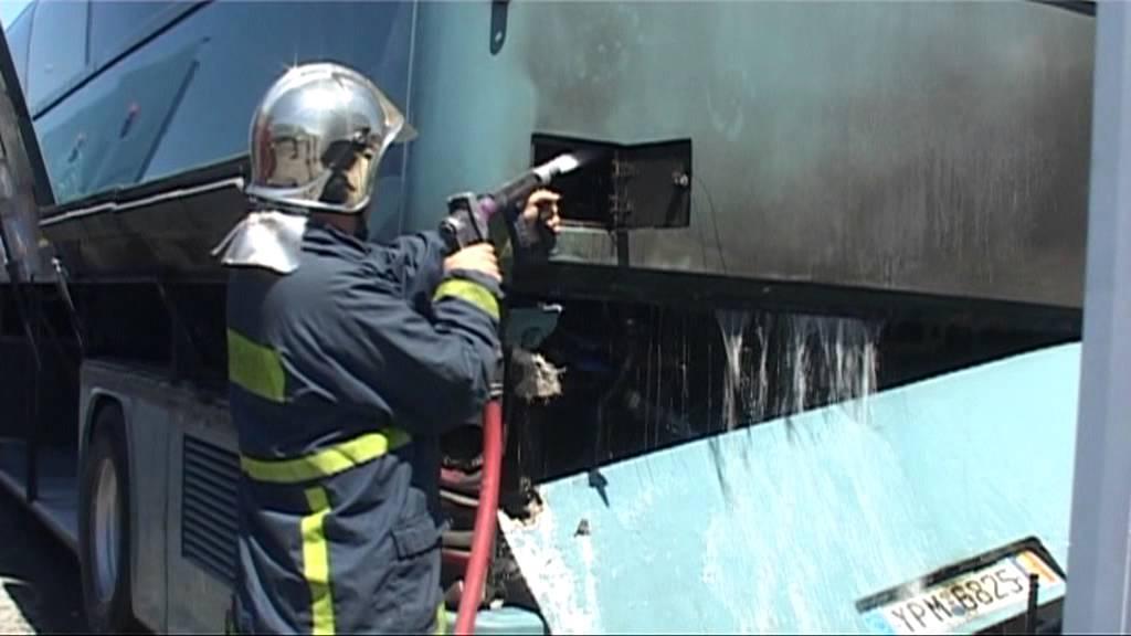 Πυροσβέστης εκτός υπηρεσίας έσωσε επιβάτες λεωφορείου - Έπιασε φωτιά εν κινήσει στη Ρίζα Ναυπακτίας