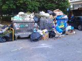 Πάτρα: Νεαρός με αναπηρία «κοντεύει να σκάσει» από τις στοίβες σκουπιδιών – «Αιχμάλωτος» στο ίδιο του το σπίτι