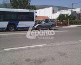 Ναύπακτος: ΙΧ προσέκρουσε επάνω σε λεωφορείο του Αστικού ΚΤΕΛ λίγο έξω από την πόλη - ΔΕΙΤΕ ΦΩΤΟ & BINTEO