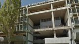 Πάτρα-Σοκαριστικό: Δεκάδες μετανάστες ζουν ακόμη στο ετοιμόρροπο κτίριο του ΟΛΠΑ, με υδροδότηση