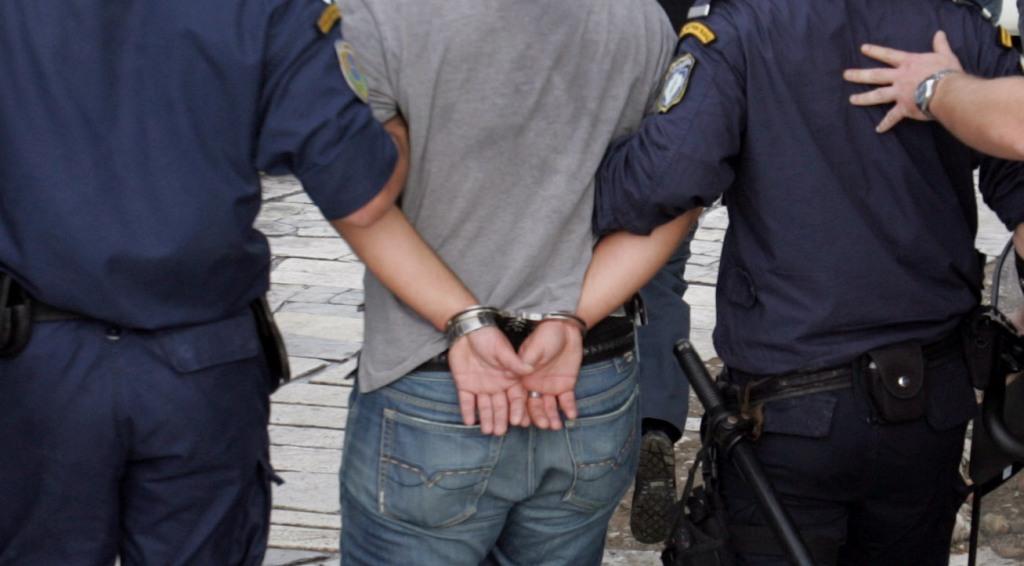 """Στη """"φάκα"""" διακινητές ναρκωτικών - Γέμιζαν με ηρωίνη και χασίς τις πιάτσες της Πάτρας"""