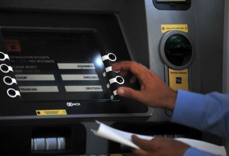 Capital controls: 1.800 ευρώ τον μήνα το όριο ανάληψης από σήμερα – Όλες οι αλλαγές