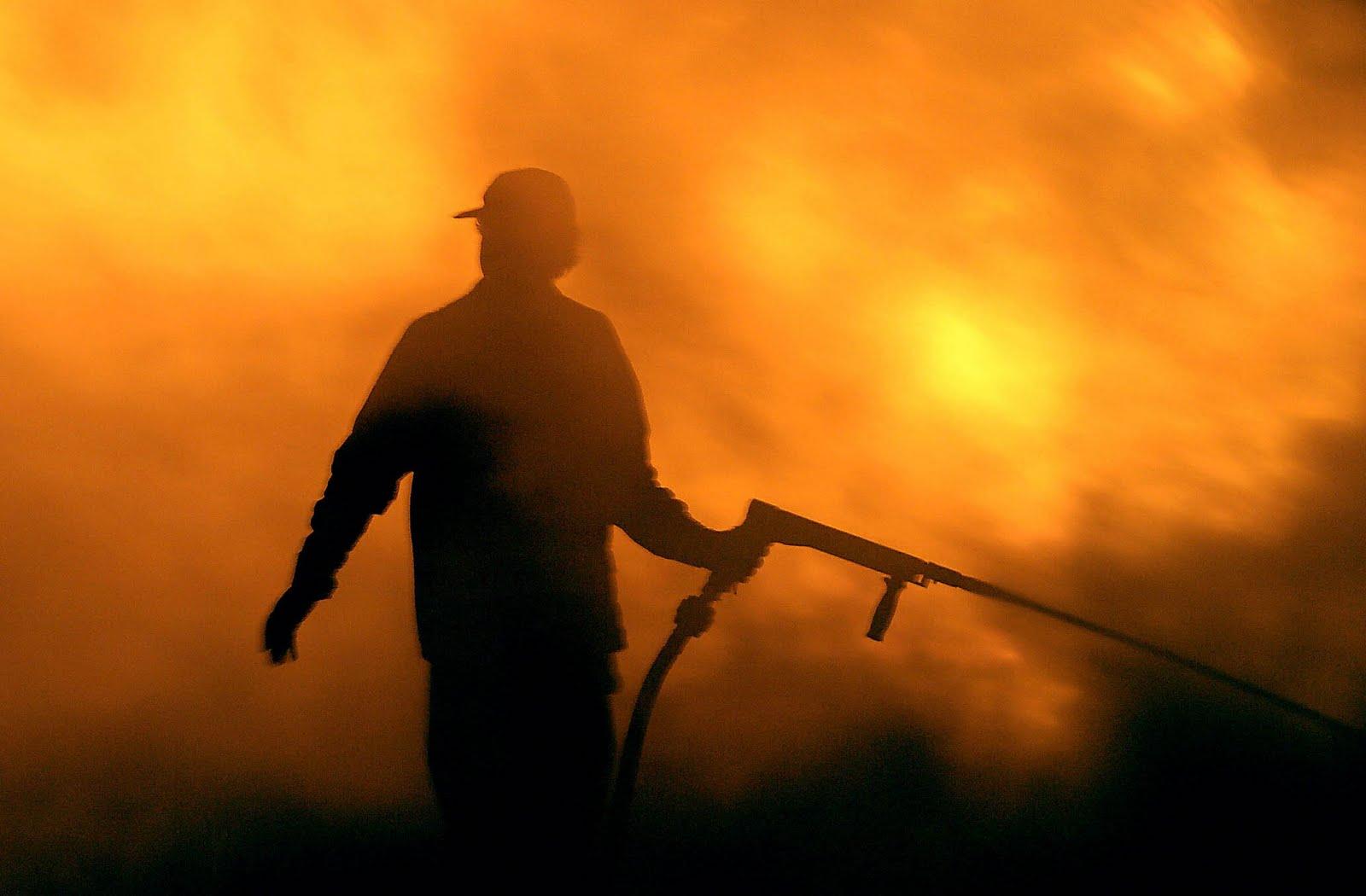 Πάτρα: Πήγαν να κάψουν το Καστρίτσι – Έβαλαν φωτιά την ώρα του πανηγυριού