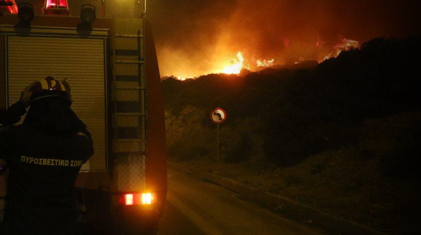 Συναγερμός στην Ηλεία για την πυρκαγιά στο Γεράκι - Επιχείρηση κατάσβεσης και από αέρος - Με κάταγμα στο νοσοκομείο πυροσβέστης