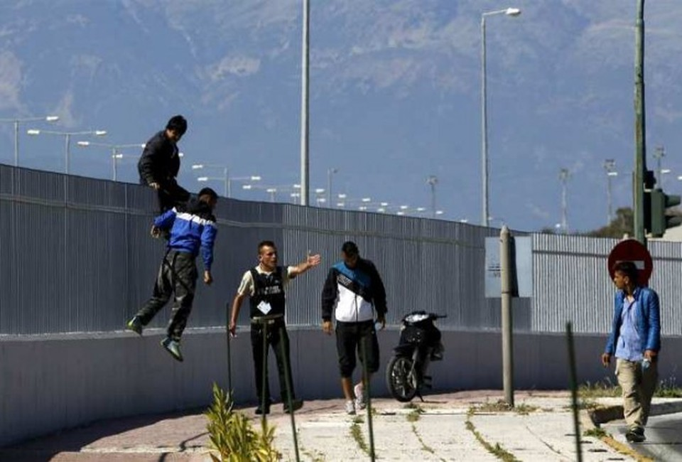 """Νέα επίσκεψη Τόσκα στην Πάτρα για διόρθωση της """"πατάτας"""" περί μεταναστευτικού"""