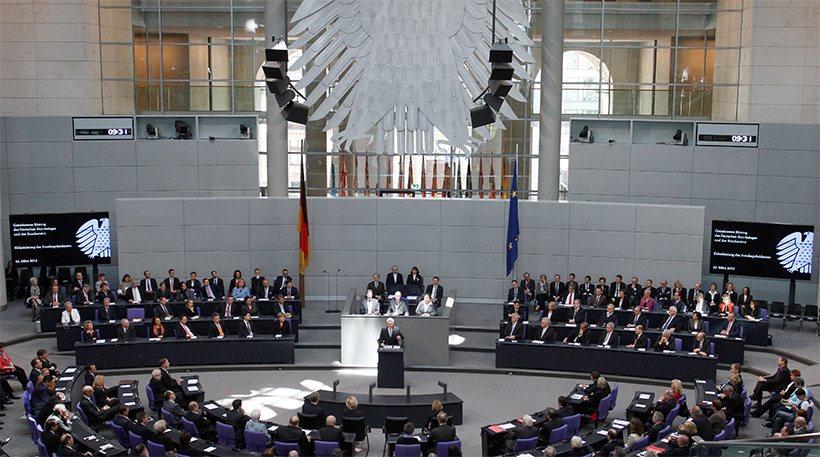 Γερμανικές εκλογές: «Πύρρειος» νίκη Μέρκελ, συντριβή Σουλτς, «έκρηξη» της ακροδεξιάς