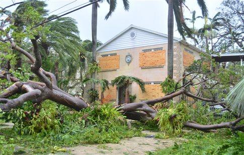 Η Ίρμα σφυροκοπάει τη Φλόριντα