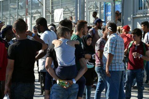 Εκρηκτική ξανά η κατάσταση στη Λέσβο - Στους 6.000 οι μετανάστες