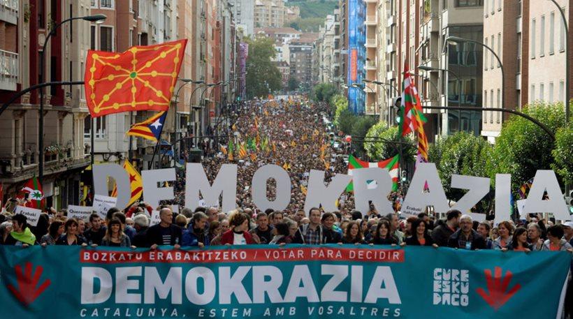 Καταλονία: Το 90% είπε «ναι» στην ανεξαρτησία - Ραχόι: Δεν έγινε κανένα δημοψήφισμα