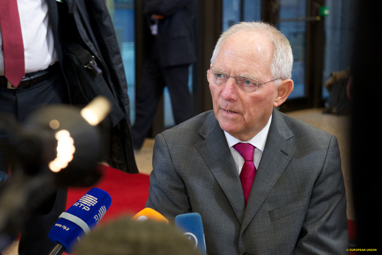 Σόιμπλε: Μείνατε στο ευρώ επειδή ο Τσίπρας άλλαξε την πολιτική του