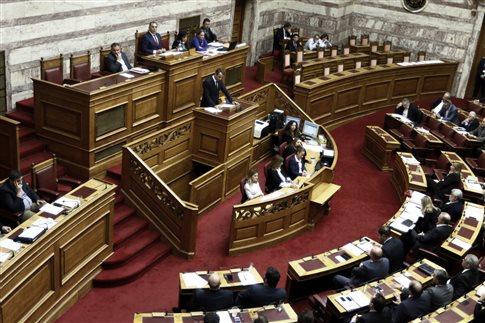 Σκληρή αντιπαράθεση στη Βουλή για την άδεια Κουφοντίνα