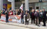 Πάτρα: Μήνυμα κατά των πλειστηριασμών – Διαμαρτυρία στο Ειρηνοδικείο